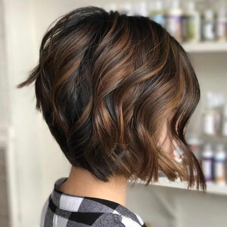 Balayage cheveux courts 2021 dans les tons sombres