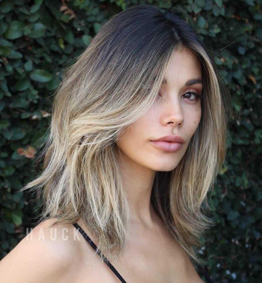 Coiffures cheveux épais 2021: Bob long à plusieurs couches