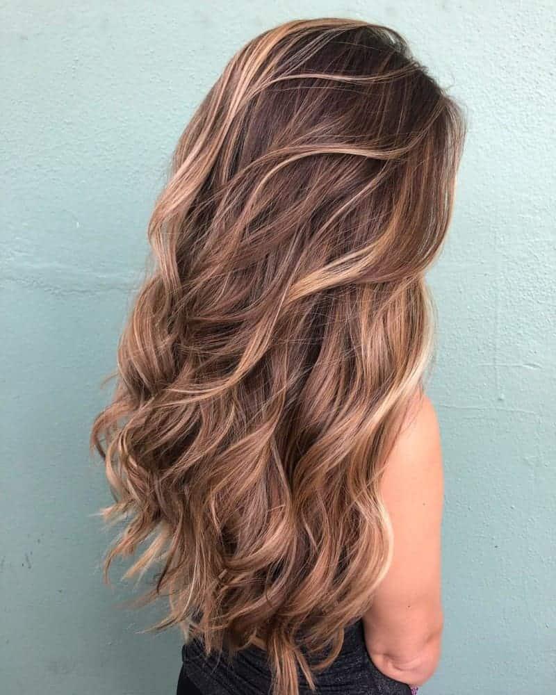 Coupes de cheveux pour cheveux épais 2021: Coupe longue avec de grandes couches
