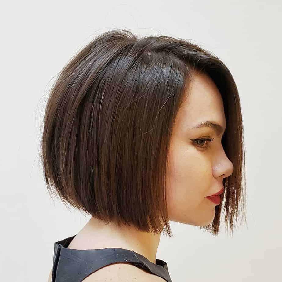 Coupe de cheveux courts pour cheveux épais 2021: Bob longueur mâchoire