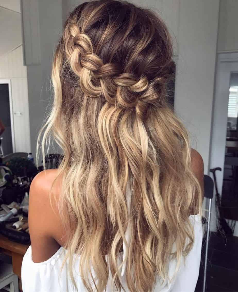 Adorable coiffure en tresse demi-couronne pour les adolescentes