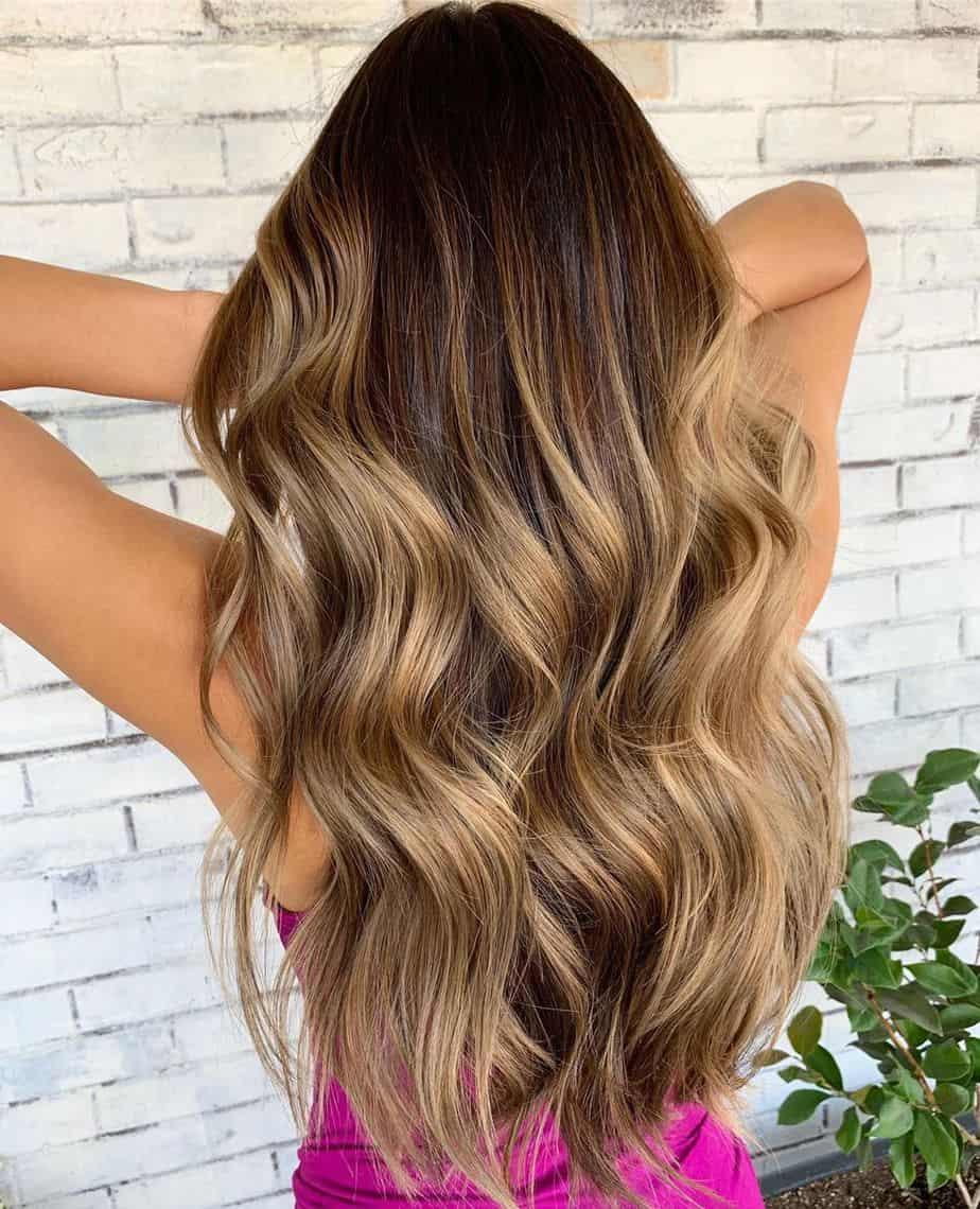 Meilleures coiffures féminines 2021 : Vagues de plage parfaites