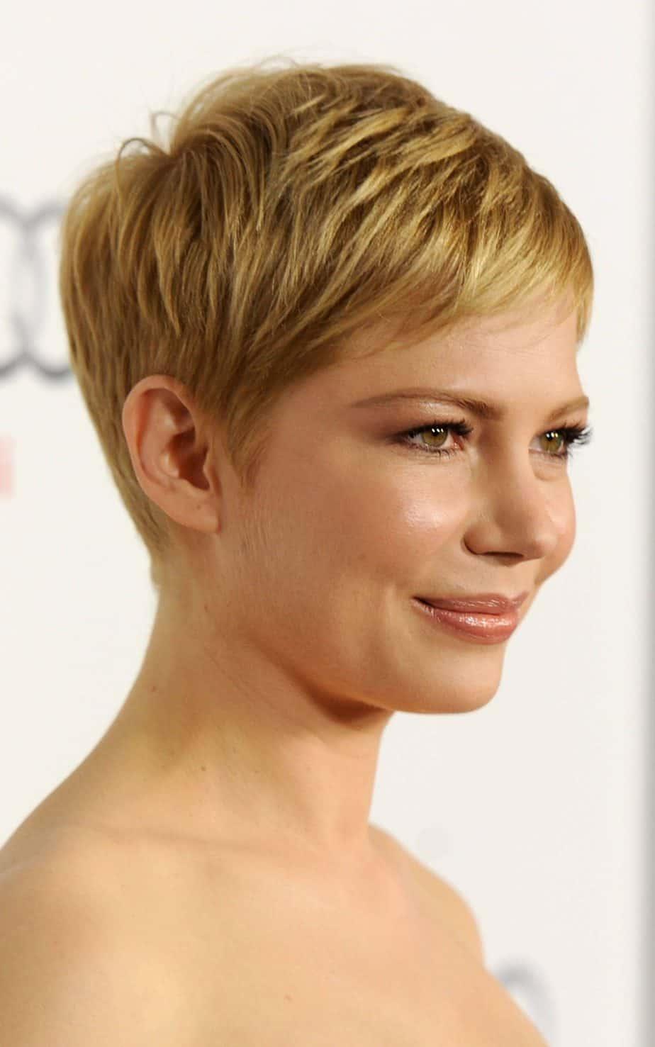 Les meilleures coiffures courtes pour femmes 2021: Pixie court moderne