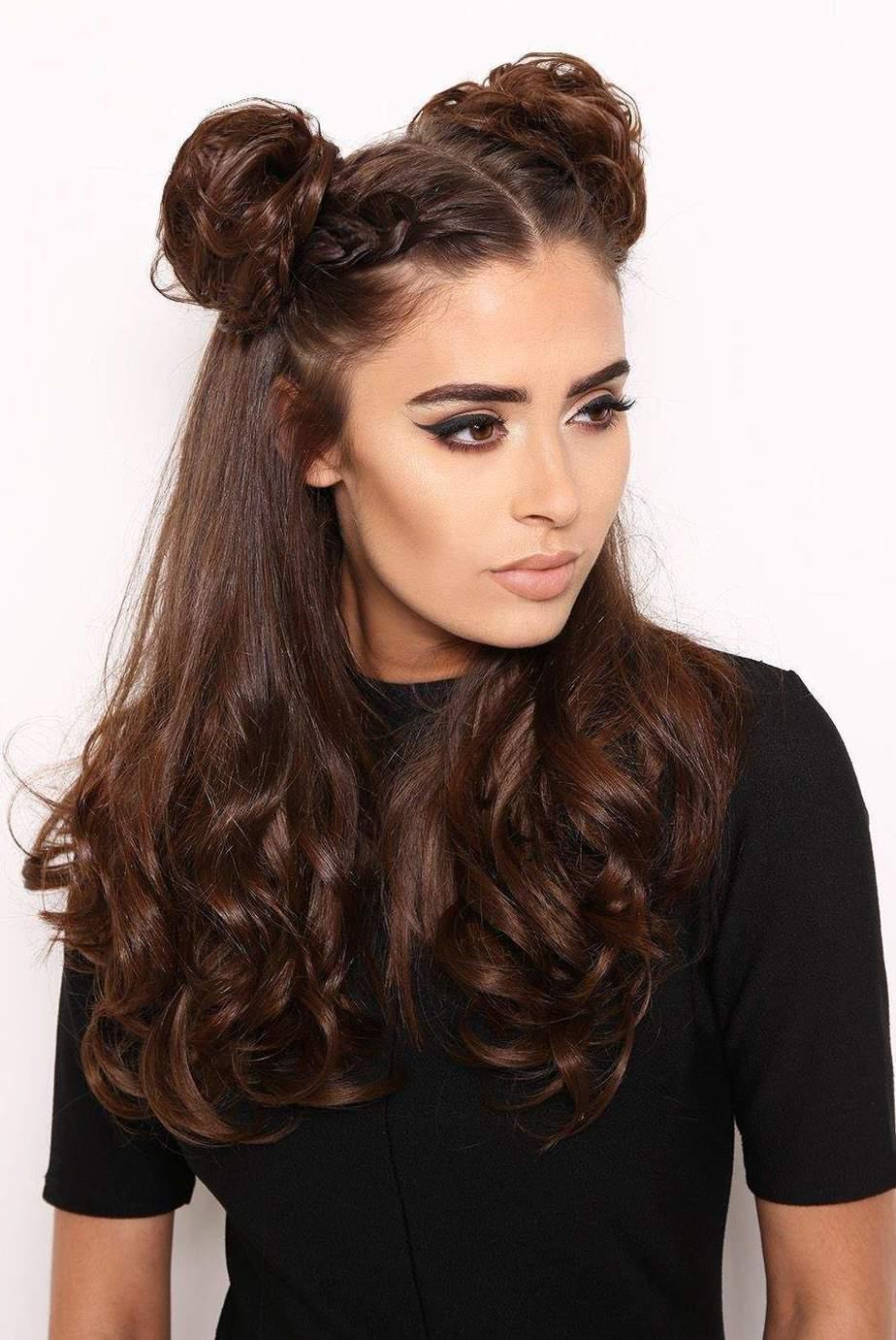 Des coiffures longues mignonnes et faciles pour 2021: Double chignon