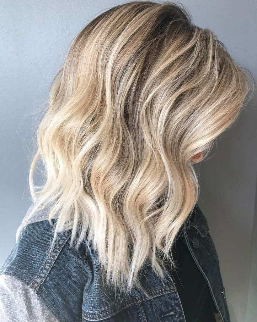Tendances cheveux mi-longs 2021: Ondulations flatteuses
