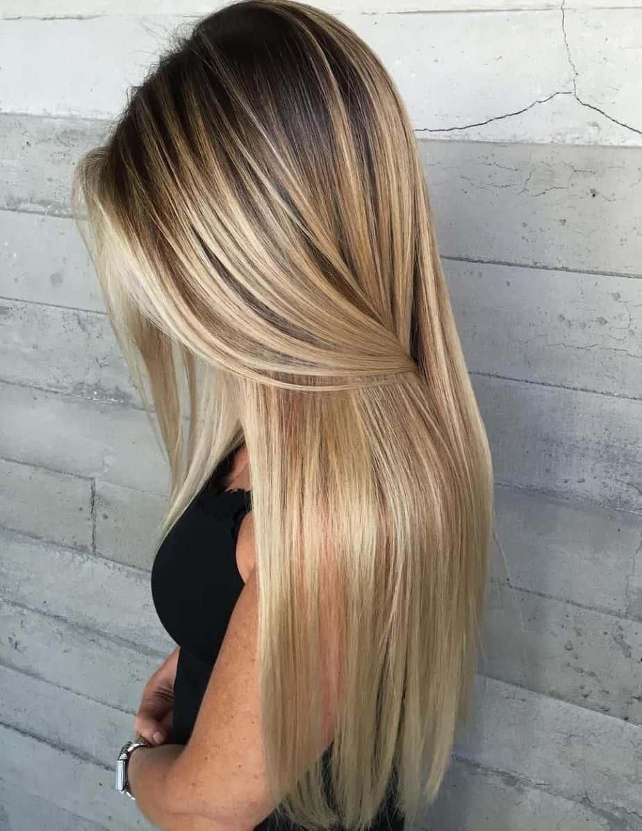 Cheveux longs et raides avec des highlights doux