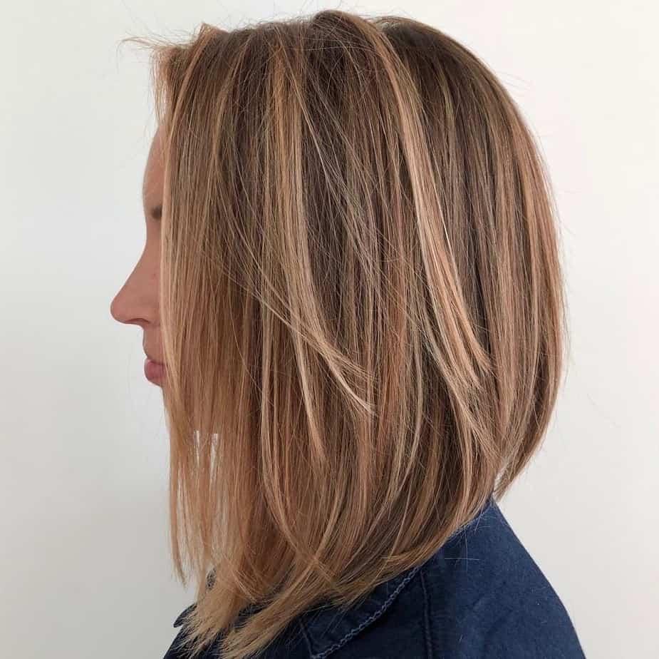 Coloration tendance pour les cheveux moyens 2021: Brun clair chaud